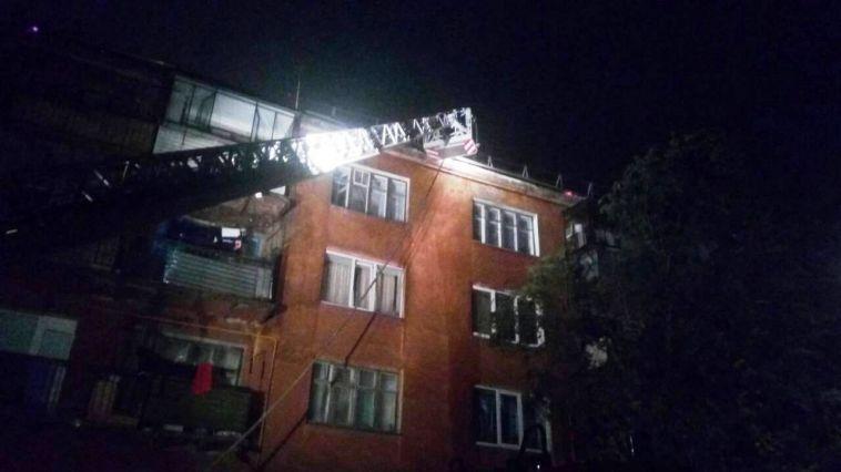 В Магнитогорске до утра тушили крупный пожар, вспыхнувший в жилом доме