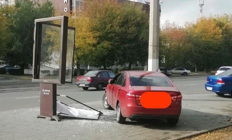 Магнитогорец отсудил компенсацию за разбитую рекламным щитом машину