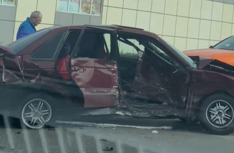 ВМагнитогорске в ДТП пострадал пассажир и водитель такси