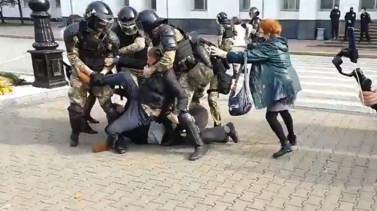 ВХабаровске силовики впервые применили силу против протестующих