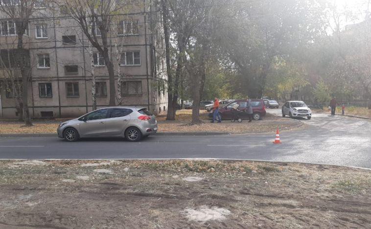 Женщина попала под машину, нарушив ПДД