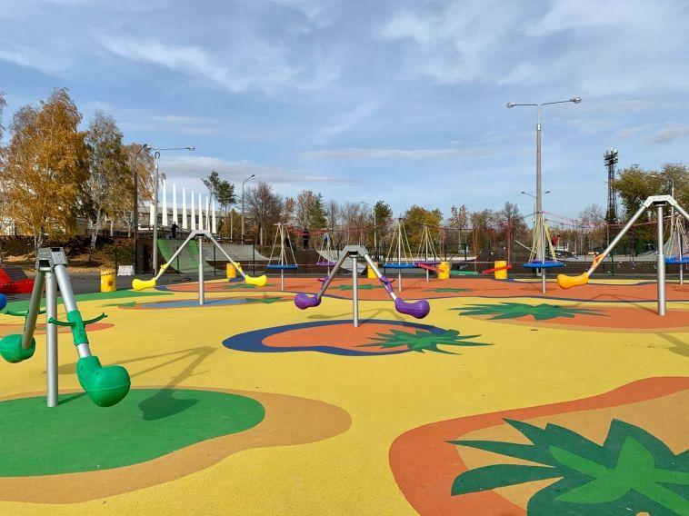 «Такого формата еще небыло»: вгороде устанавливают современную детскую площадку