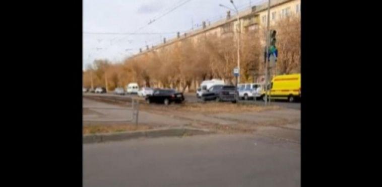 В результате столкновения иномарок пострадали несовершеннолетние пассажиры