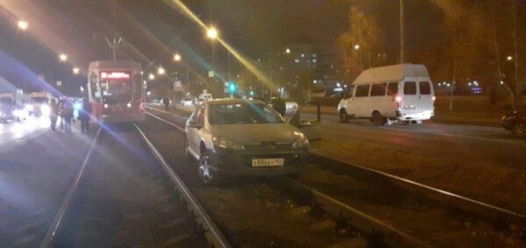 Лекговушка оказалась на рельсах рядом с улицей Бориса Ручьёва