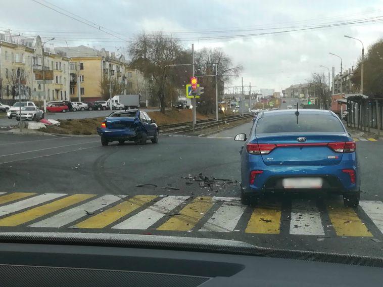 В Магнитогорске на пересечении Московской и Ленина столкнулись три автомобиля