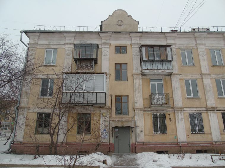 «Пусть строят нам новые»: вжилом доме Ленинского района снесли балконы
