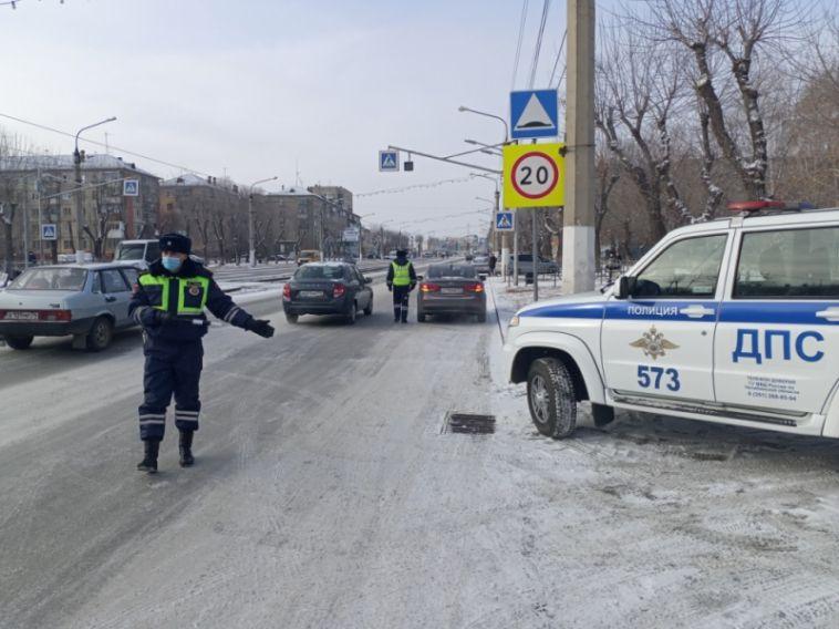 Инспекторы проверили, как водители перевозят маленьких пассажиров