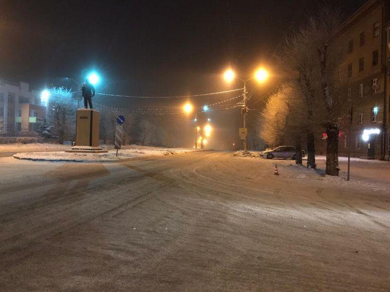 В Магнитогорске автоледи сбила пешехода, сдавая назад