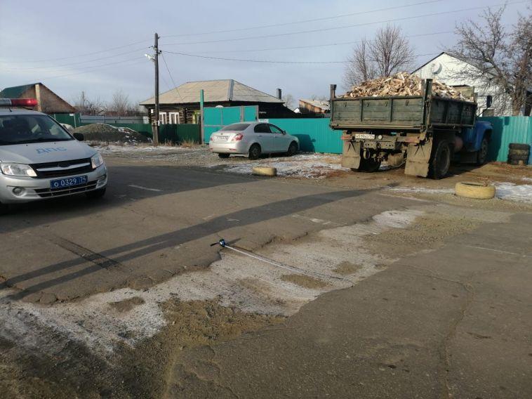 Житель Карталов сам отремонтировал дорогу