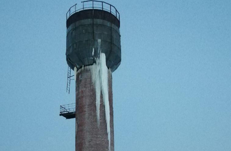 ВАгаповском районе пожаловались нанаклонившуюся водонапорную башню