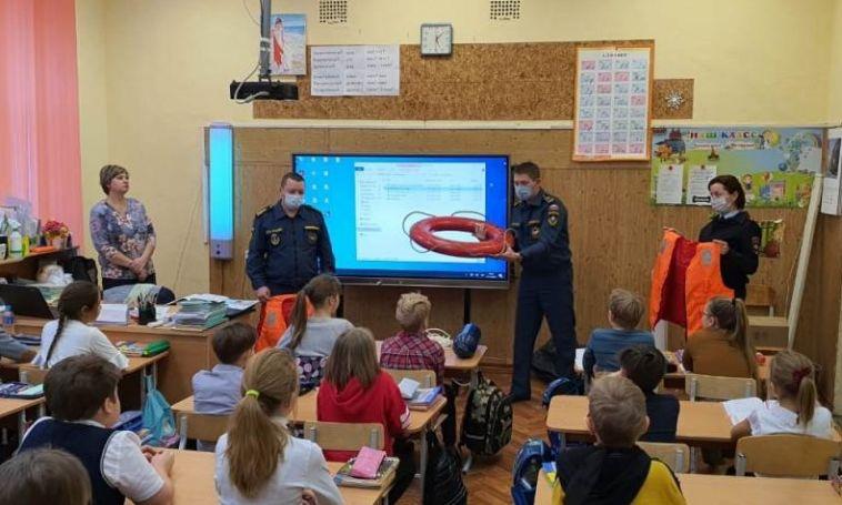 В Магнитогорске полицейские вместе с МЧС провели уроки безопасности