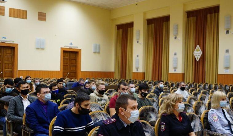 Полицейские провели встречу со студентами-иностранцами