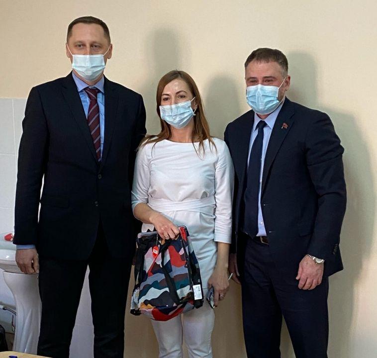 Областные депутаты поздравили врачей с наступающим Новым годом