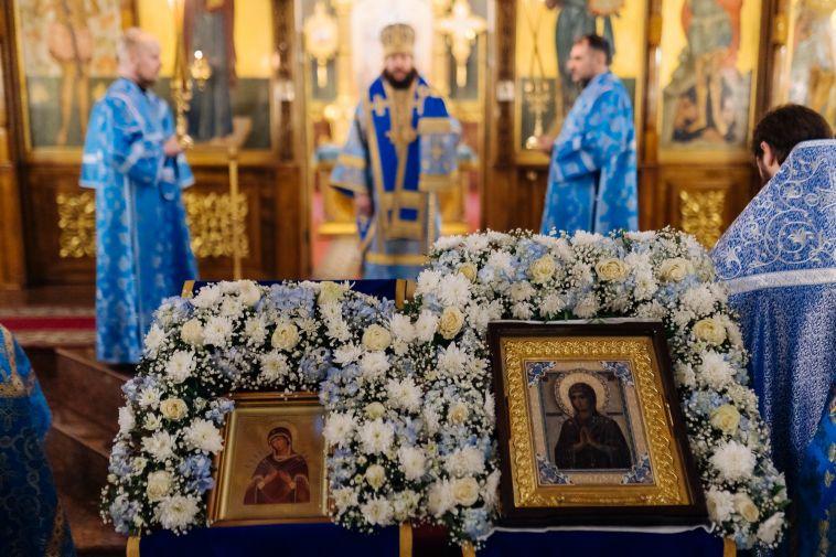 ВМагнитогорск доставили мироточивую икону Божией Матери изМосквы