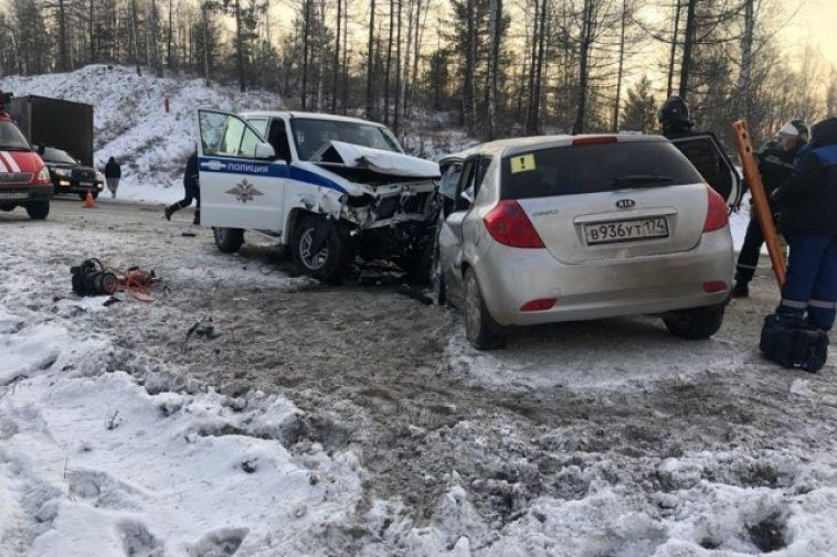 В Челябинской области инспектор подставил патрульную машину под удар, чтобы спасти детей