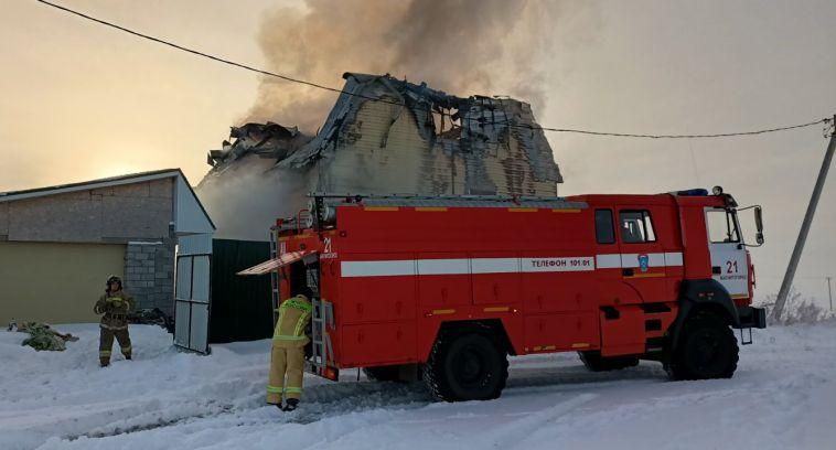 Из горевшего дома в Агаповке два человека не могли выбраться