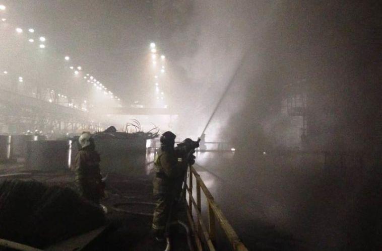Полсотни спасателей и 13 единиц техники. На ММК потушили крупный пожар