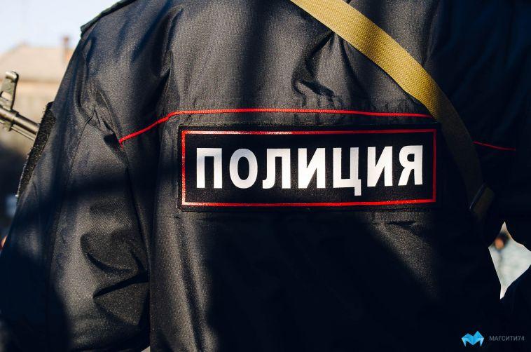 ВМагнитогорске мужчина бросил наостановке пакет сконоплей