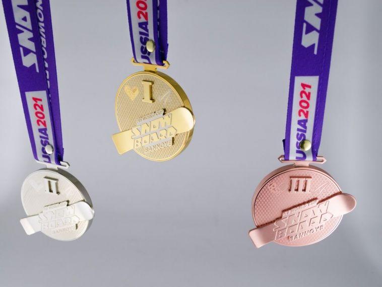 «Сделали более сложный дизайн»: стало известно, какие медали получат победителя этапа Кубка посноуборду