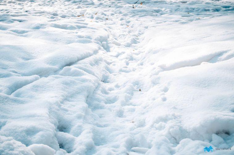 Магнитогорцев просят сообщать онеубранном снеге водворах