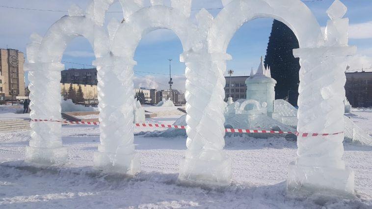 Из-за потепления вгороде демонтировали часть ледовых фигур