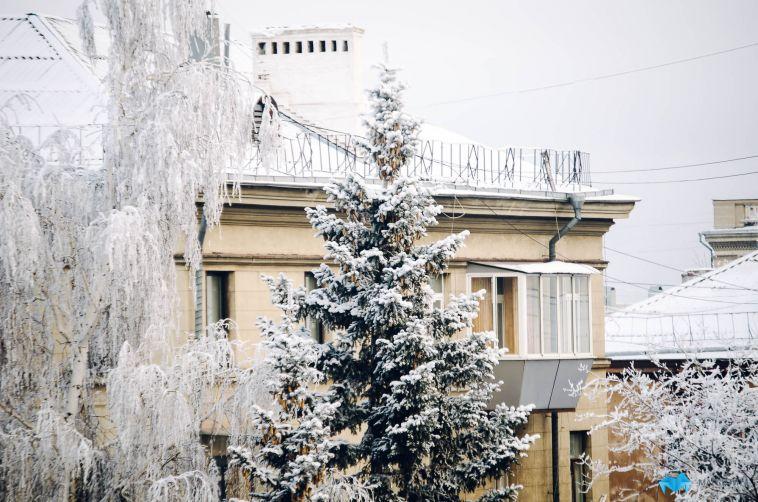 ВМагнитогорске наребенка упал снег скрыши