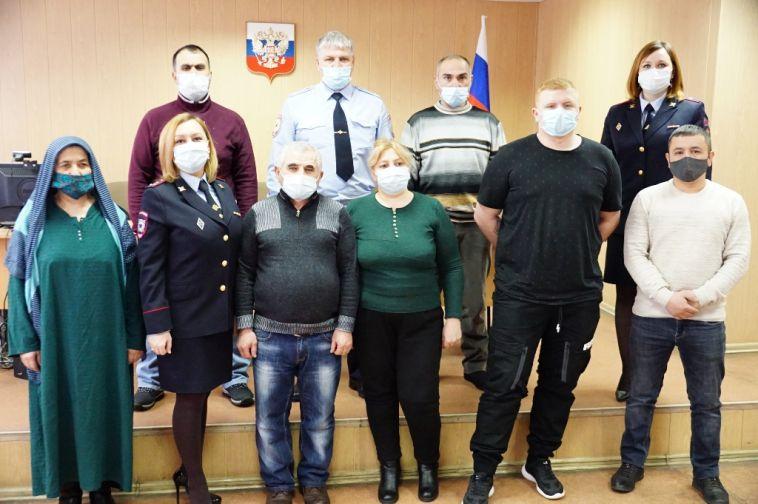 Вгороде металлургов гражданство получили 9 иностранцев