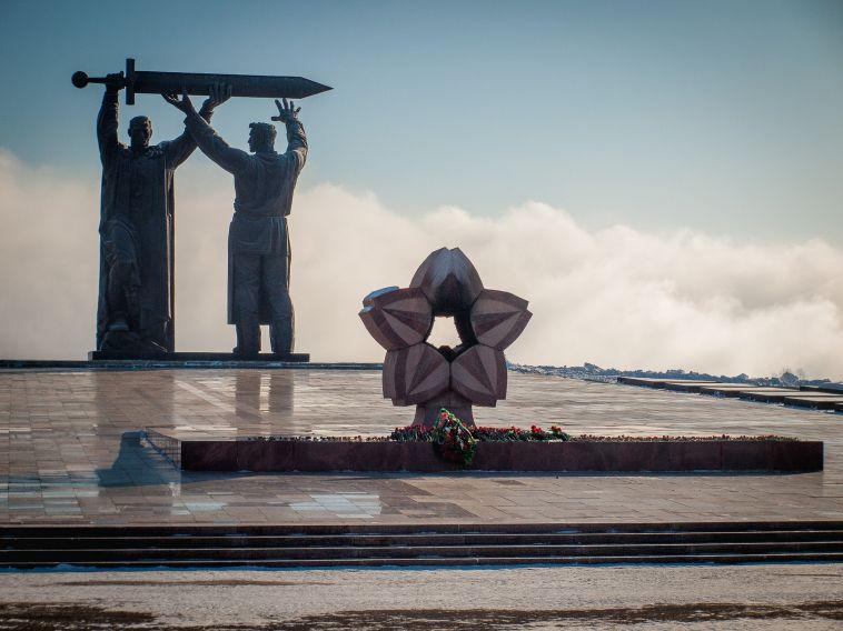 Антимонопольная служба заинтересовалась рекламой смонументом «Тыл— фронту»