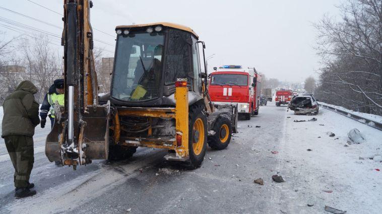 В Челябинске из-за трактора перевернулсяавтобус с пассажирами