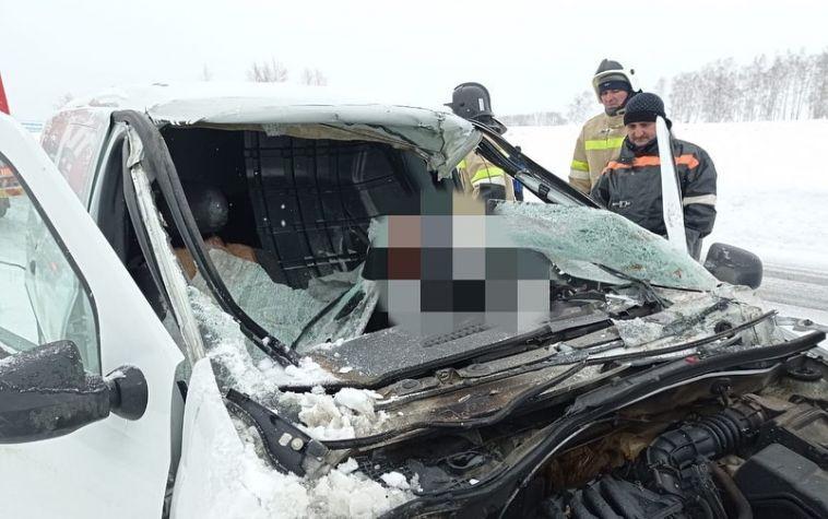 Женщина погибла на трассе Магнитогорск-Ира, врезавшись в припаркованный грейдер