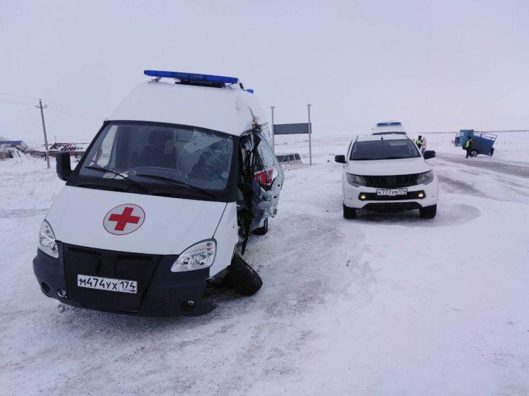 Подороге вМагнитогорск машина скорой помощи попала вДТП