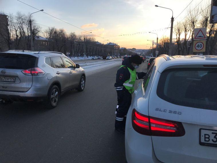 За утро инспекторы оштрафовали 25 водителей за отсутствие детского кресла