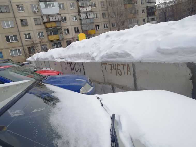 «Для неограниченного круга лиц»: вмэрии сообщили, что скандально известной парковкой могут пользоваться все