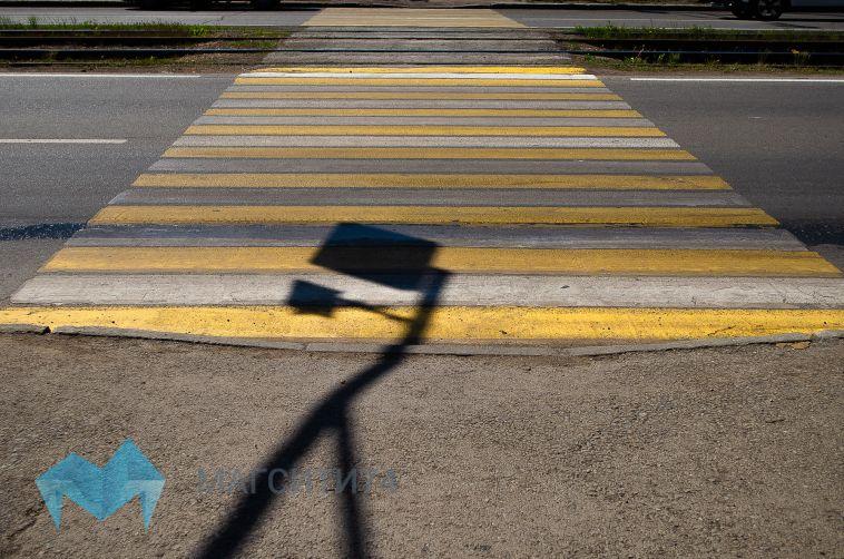 В Магнитогорске 6-летняя девочка выбежала на дорогу и попала под колёса авто
