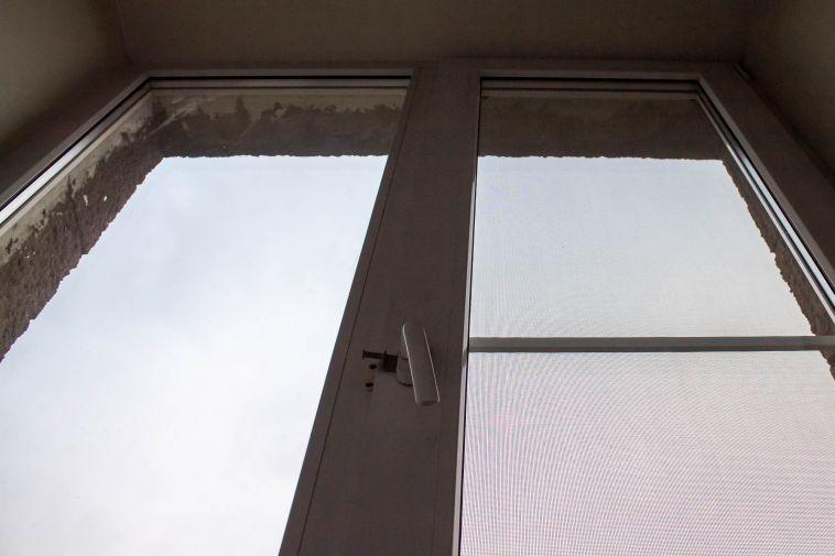 В Магнитогорске школьник выпал из окна во время урока