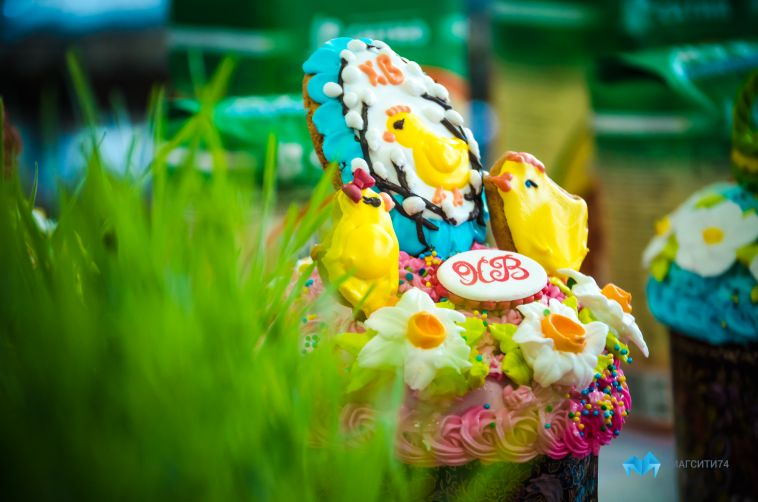 Почему на Пасху красят яйца и едят куличи?