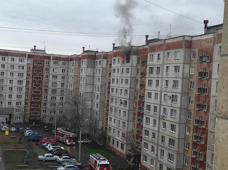 ВМагнитогорске загорелась квартира в 9-этажном жилом доме