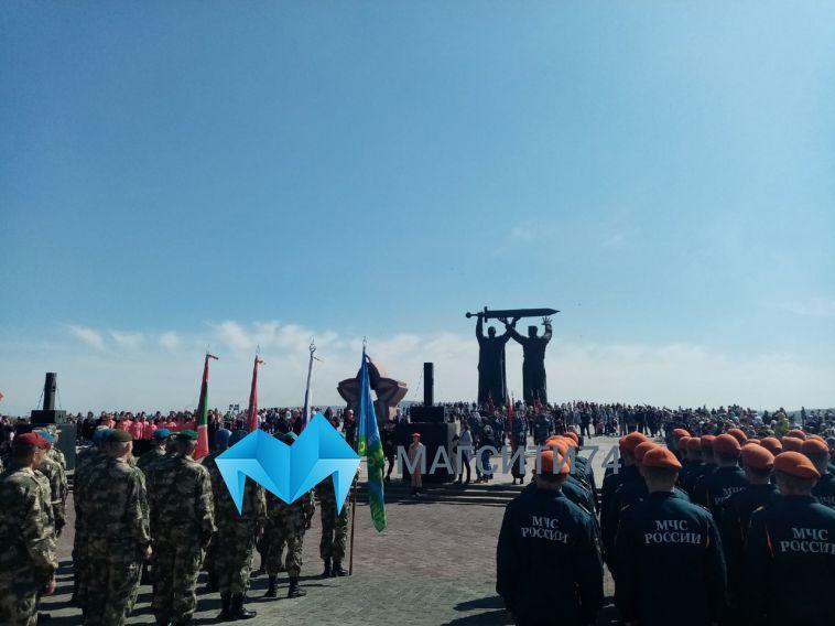 В Магнитогорске прошёл Парад Победы и торжественный митинг