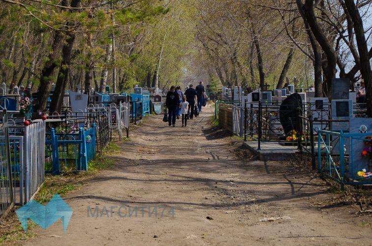 В Магнитогорске запустили дополнительные рейсы до кладбищ
