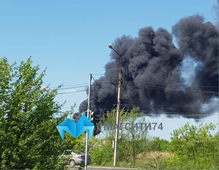 В посёлке Нежном горит одно из зданий