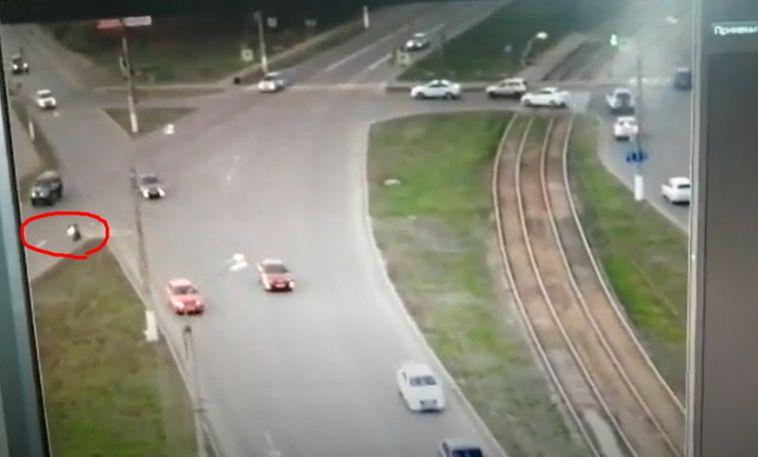 Мотоциклист несправился суправлением иперевернулся надороге