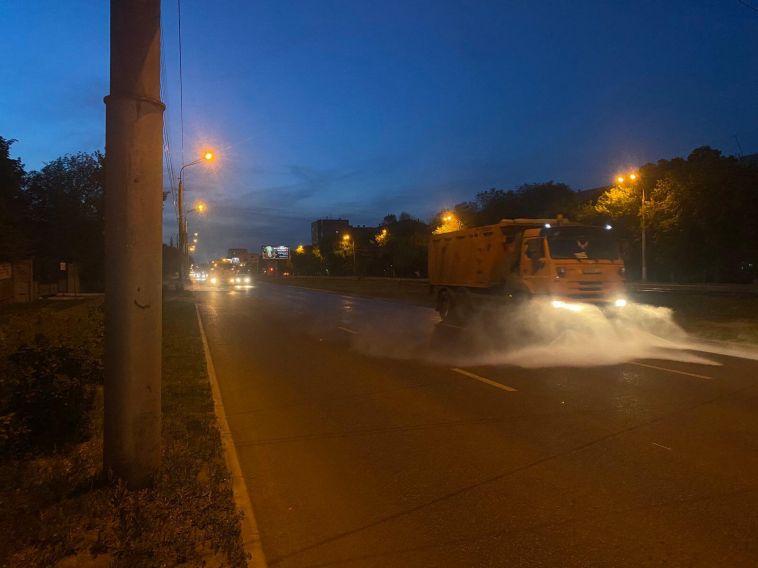 «Отжары ипыли»: вМагнитогорске ежедневно моют дороги