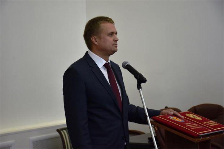 Депутаты потребовали объяснений от мэраТроицка, который находится под следствием