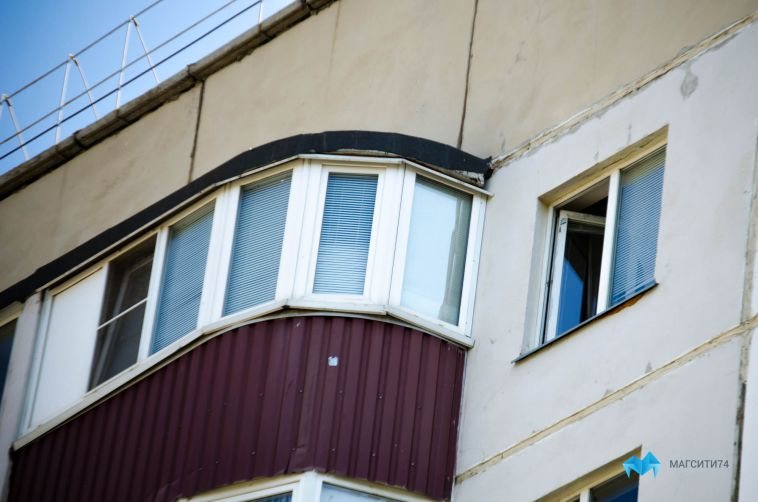 ВМагнитогорске два 16-летних подростка выпрыгнули сбалкона пятого этажа