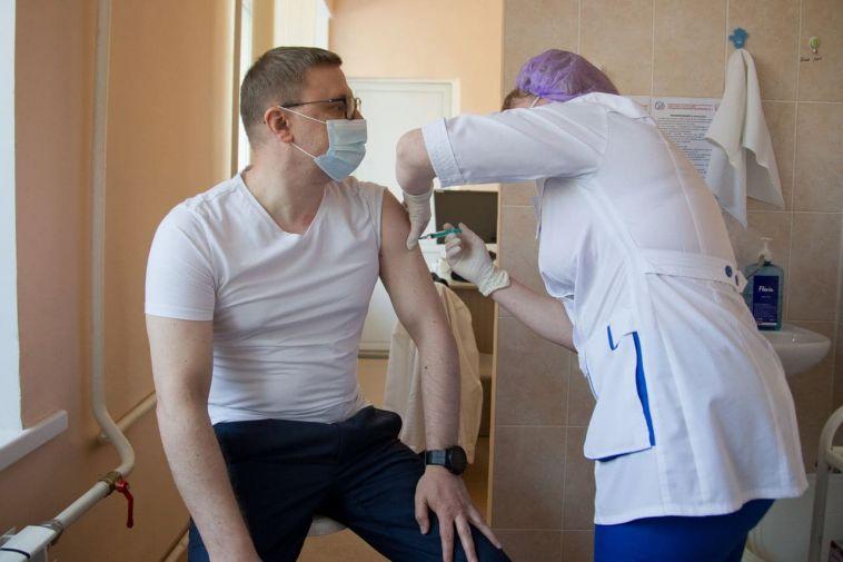 Губернатор Челябинской области поставил прививку от COVID-19