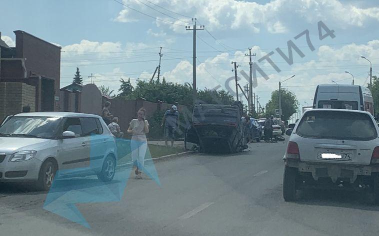 «У машин вырвало колёса»: в Магнитогорске произошло тройное ДТП с перевёртышем