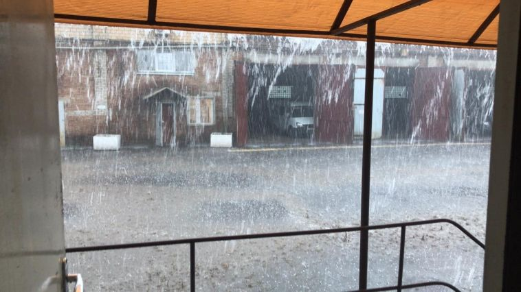 «Весь город поплыл»: вМагнитогорске под вечер разбушевалась непогода