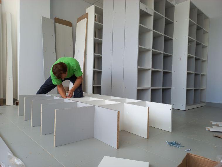 ВЦентральной детской библиотеке полным ходом идет установка новой мебели