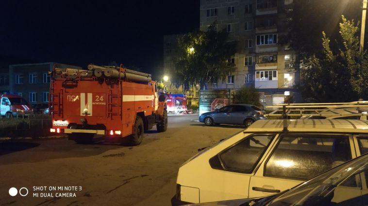 «На горящую розетку плеснула водой»: ночью из многоэтажки огнеборцы спасли 25 человек
