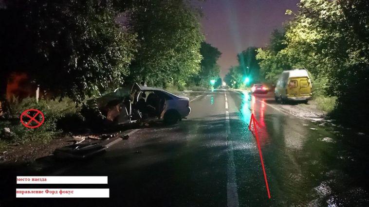 В Магнитогорске один водитель врезался в дерево, другой в столб